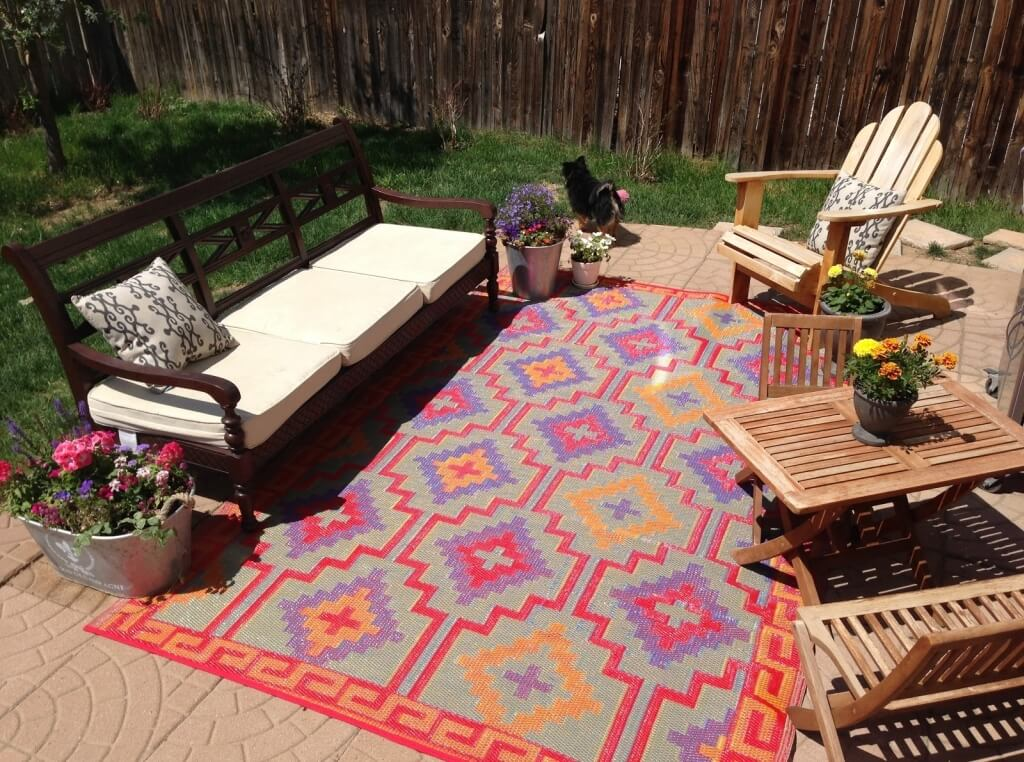 A Guide To Selecting An Outdoor Area Rug That Fits Your
